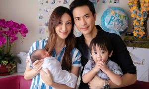 Trịnh Gia Dĩnh khoe con trai vừa chào đời