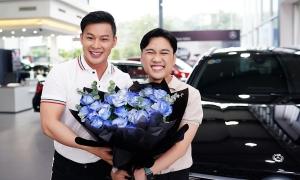 Bạn trai tặng Don Nguyễn xe hơi nhân 10 năm yêu