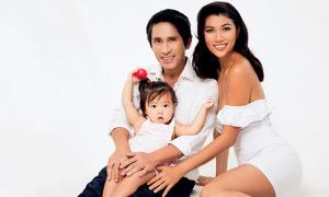 Trang Lạ và chồng đại gia khoe con gái 1 tuổi