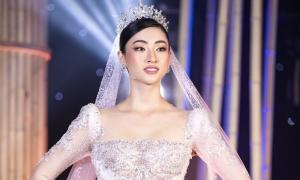 Minh 'Nhựa' chi 405 triệu đồng đấu giá váy cưới ủng hộ Đà Nẵng