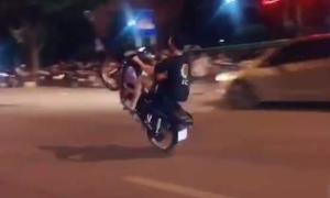 Bị phạt vì bốc đầu xe máy trên Tiktok