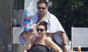 HLV Lampard đi nghỉ mát cùng vợ con