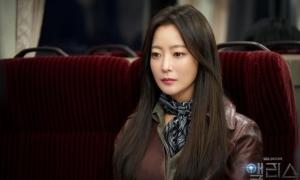 Kim Hee Sun áp lực đóng hai vai