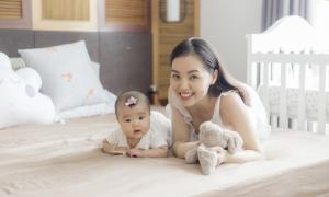 Con gái hơn 4 tháng tuổi của Quang Tuấn - Linh Phi