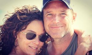 Vợ chồng tài tử 'Avengers' ly hôn sau 19 năm gắn bó