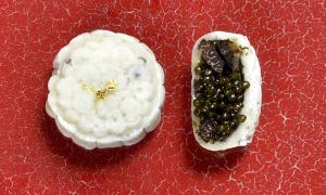 Bánh Trung thu trứng cá muối và nấm truffle