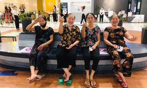 4 cụ bà 'xì-teen' trong lần đầu đi trung tâm thương mại