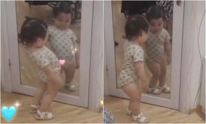 Em bé thích ngắm mình trong gương