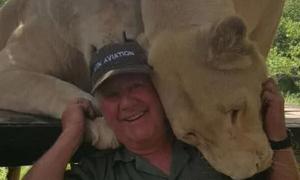 Nhà bảo tồn động vật bị hai sư tử vồ chết