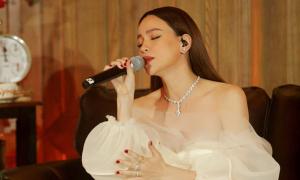 Hồ Ngọc Hà chuộng đầm đơn sắc cho dự án Love Songs
