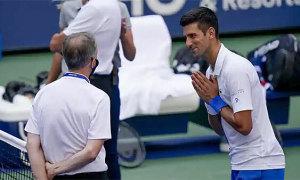 Djokovic bị loại khỏi Mỹ Mở rộng vì đánh bóng vào trọng tài