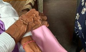 Người Ấn Độ đòi tử hình kẻ cưỡng hiếp cụ bà 86