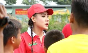 Hồ Bích Trâm, Thanh Thức vất vả chăm sóc 20 cầu thủ nhí