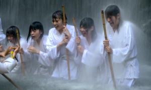 Thiền dưới thác nước 'hot' nhờ Covid-19
