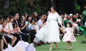 Phạm Quỳnh Anh diễn thời trang cùng mẫu nhí