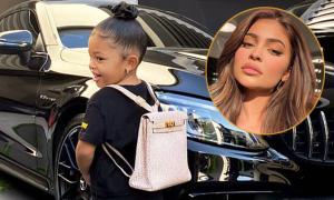 Con gái Kylie Jenner khoác túi 12.000 USD đi học