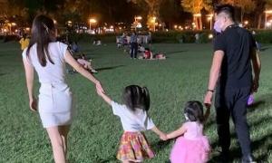 Quách Phú Thành đưa hai con gái đi chơi Trung thu