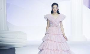 Bảo Hà diện soiree diễn show Chung Thanh Phong
