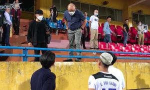 HLV Park gọi riêng Văn Thanh hỏi thăm chấn thương
