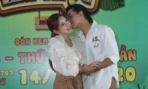 Văn Anh hôn Tú Vi ở gameshow