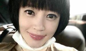 Kim Hye Soo được khen trẻ ở tuổi 50