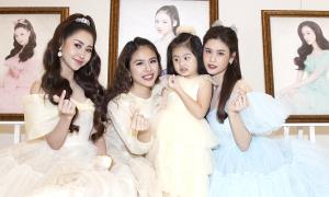 Dàn sao nữ diện váy công chúa dự show Nguyễn Minh Công