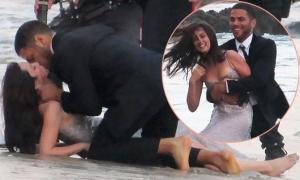 Bạn gái Ben Affleck chụp ảnh tình tứ với mẫu nam