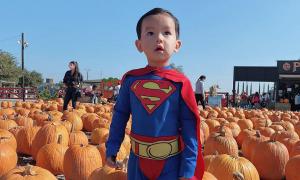Con trai Phạm Hương hóa trang chơi Halloween