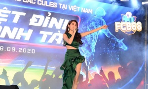 Thủy Tiên biểu diễn tại đêm gala thể thao âm nhạc