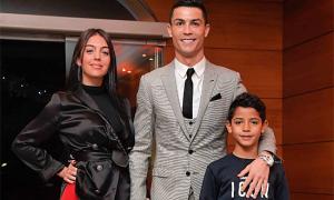 C. Ronaldo từng kiên nhẫn đợi bàn ăn suốt 40 phút