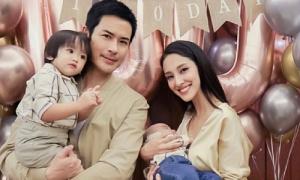 Vợ chồng Trịnh Gia Dĩnh khoe hai con trai