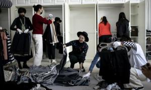 Nhà giàu Trung Quốc chi hàng nghìn USD thuê dọn tủ quần áo