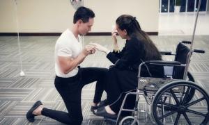 Kim Lý cầu hôn Hồ Ngọc Hà giữa bệnh viện