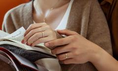 Những mẫu nhẫn cưới tối giản dành cho cặp đôi