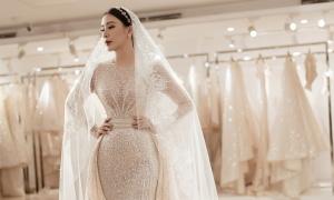 Váy cưới tôn triệt để đường cong gợi cảm của nàng dâu