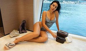 Bạn gái C. Ronaldo sexy trên du thuyền