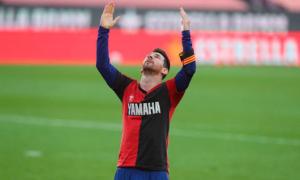 Messi bị phạt tiền vì cởi áo tưởng nhớ Maradona