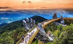 Vẻ đẹp của Cầu Vàng thu hút du khách