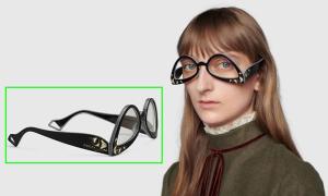 Mẫu kính trông như đeo ngược của Gucci