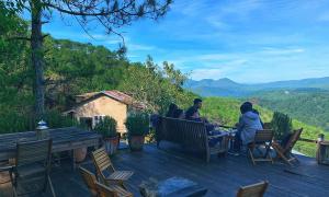 Thả hồn theo mây ở quán cà phê trên đồi tại Đà Lạt