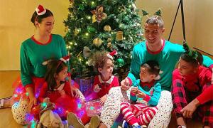 Sao sân cỏ mừng Giáng sinh bên gia đình