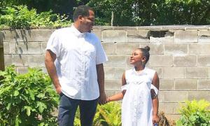 Ông bố may hơn 200 bộ đồ cho con gái