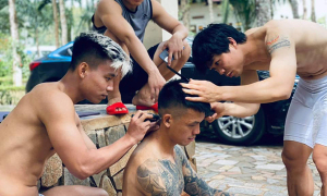 Công Phượng, Văn Thanh trổ tài cắt tóc cho đồng đội