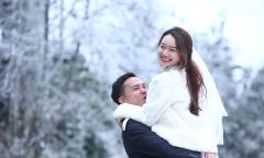 Cô dâu chú rể may mắn 'săn' được tuyết Y Tý