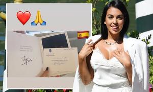 Cựu nữ hoàng Tây Ban Nha gửi thiệp cho bạn gái C. Ronaldo