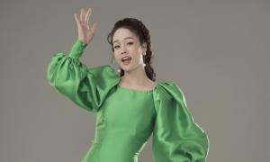 Nhật Kim Anh đón xuân với áo dài Thủy Nguyễn