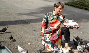 Hot boy Hải Đăng Doo phối áo dài với giày sneaker