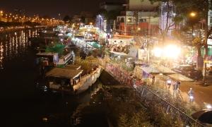 Chợ hoa Tết tựa cảnh miền Tây sông nước ở Sài Gòn