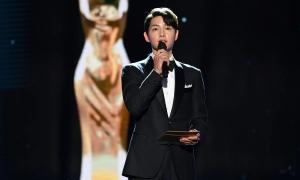 Song Joong Ki bất ngờ xuất hiện tại giải Rồng Xanh
