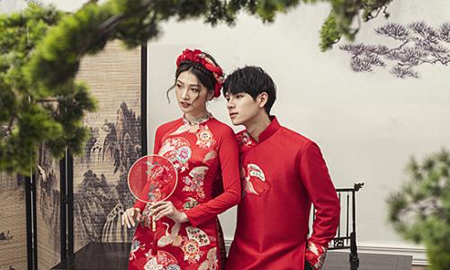 Áo dài đôi sắc đỏ cho xuân 2021